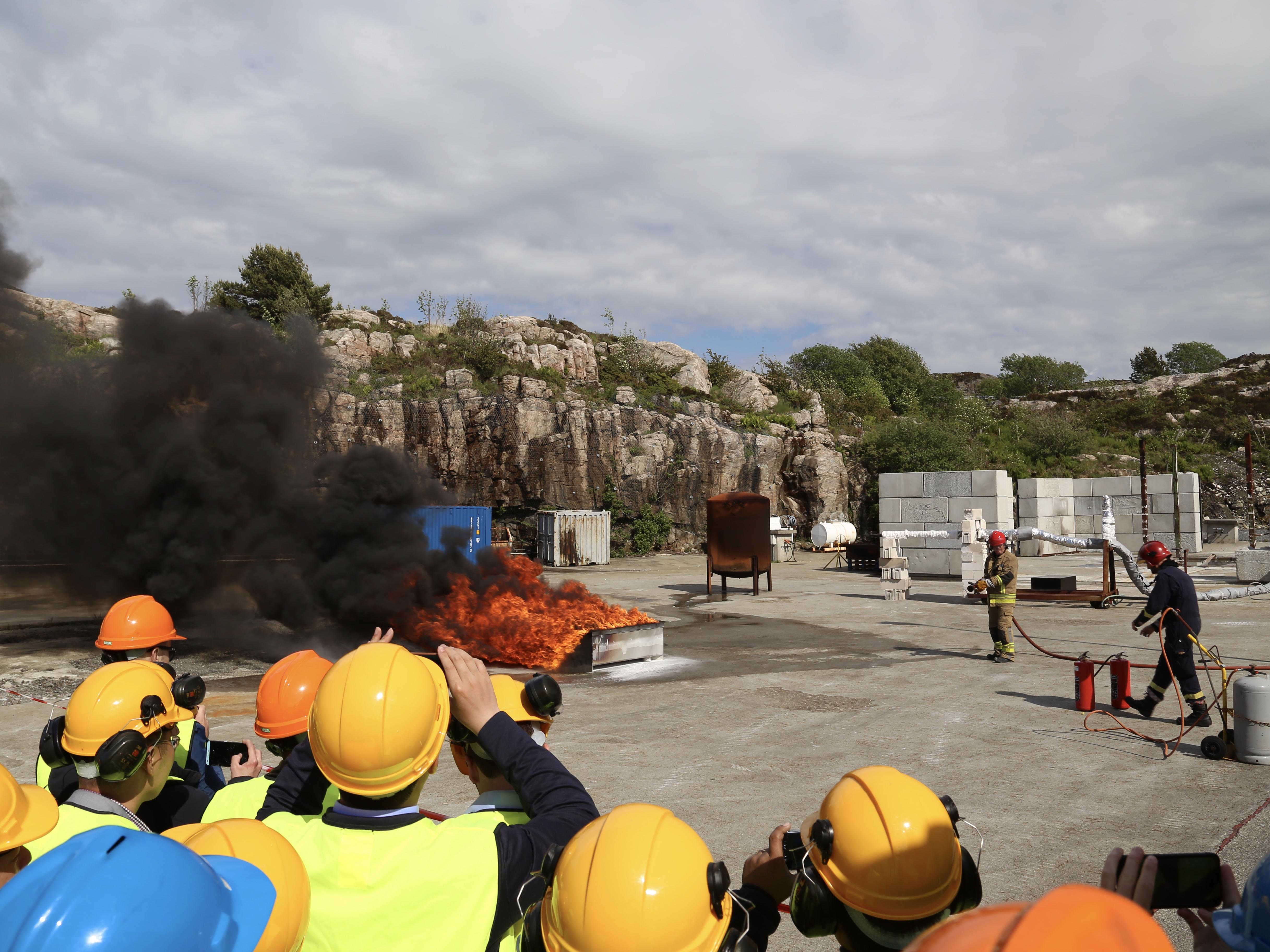 Kunjungan lapangan ke fasilitas pengujian api jet Gexcon.